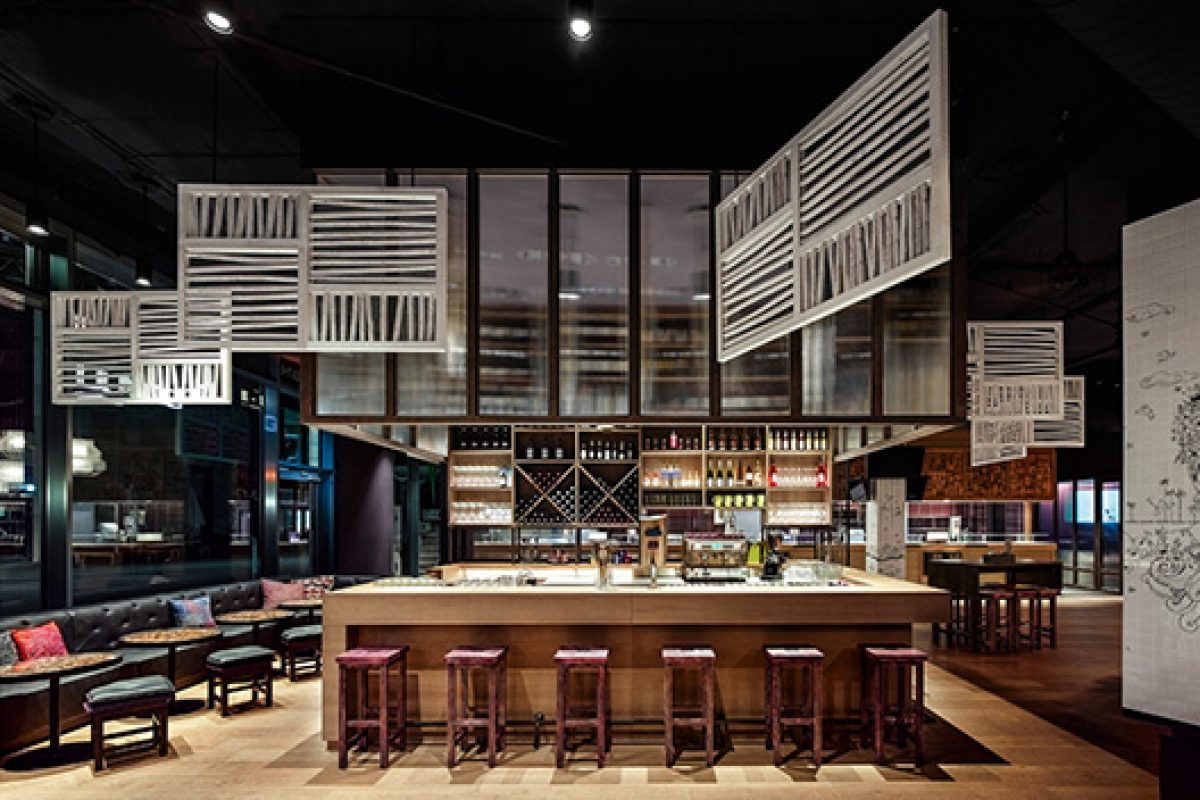 Ippolito Fleitz designs GinYuu in Stuttgart. A pan-Asian restaurant with a cocktail flavour