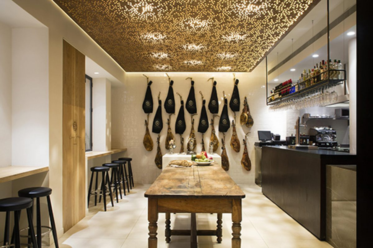 Osborne entrusts in Tarruella Trenchs Studio to design the 5 Jotas restaurant in the Salamanca district, Madrid