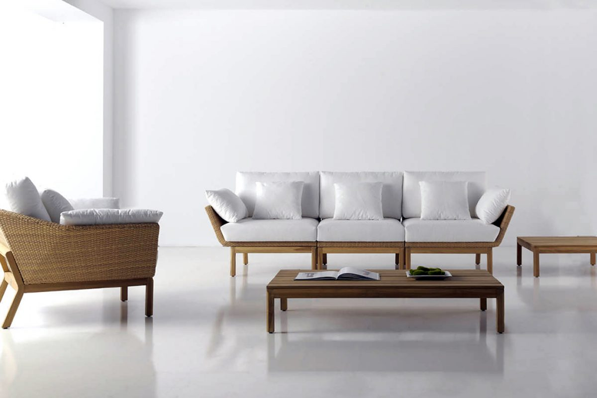 Teak and rattan joined in elegance style at the Reggae Collection by edeestudio for Valencia Rattan