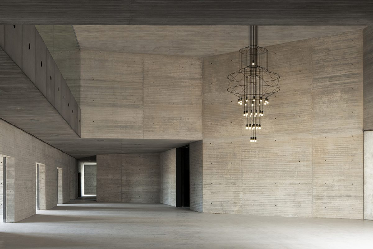 The iconic Wireflow by Vibia becomes the 21st Century Chandelier
