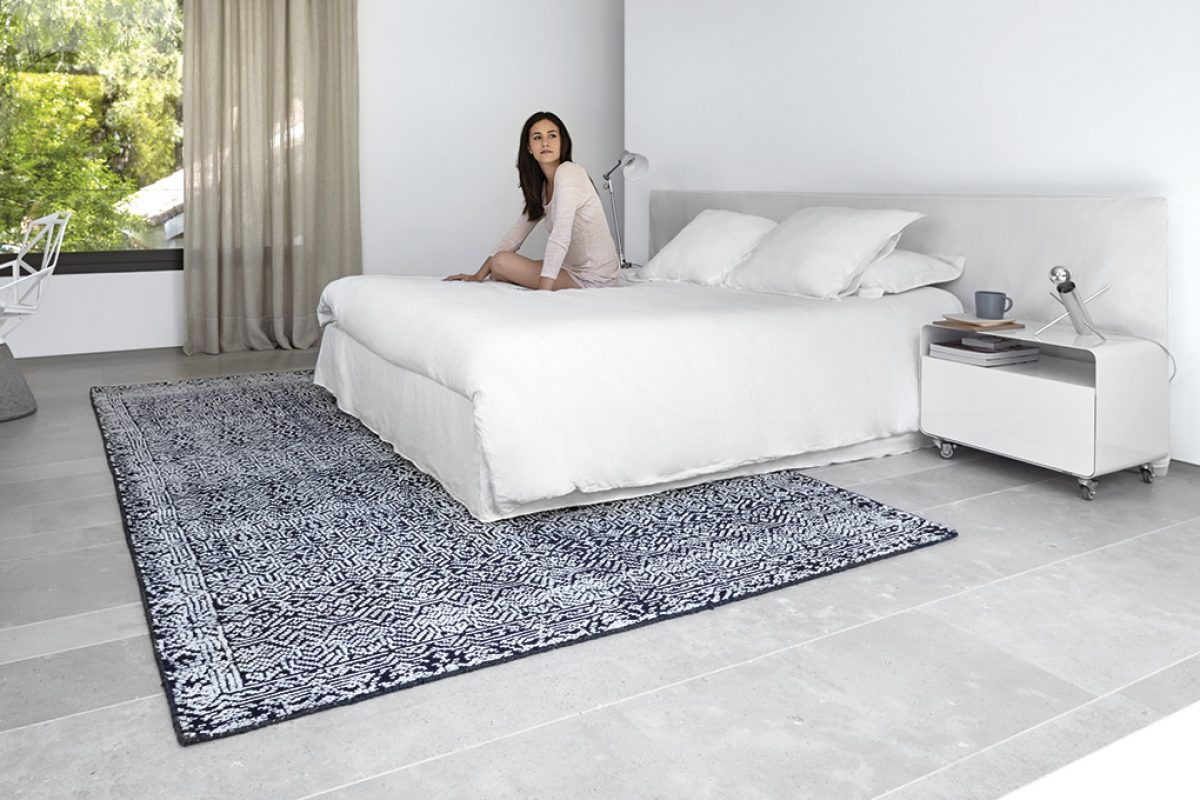 East inspiration and millennial old hand crafted techniques in new Índigo and Cirus rugs by GAN