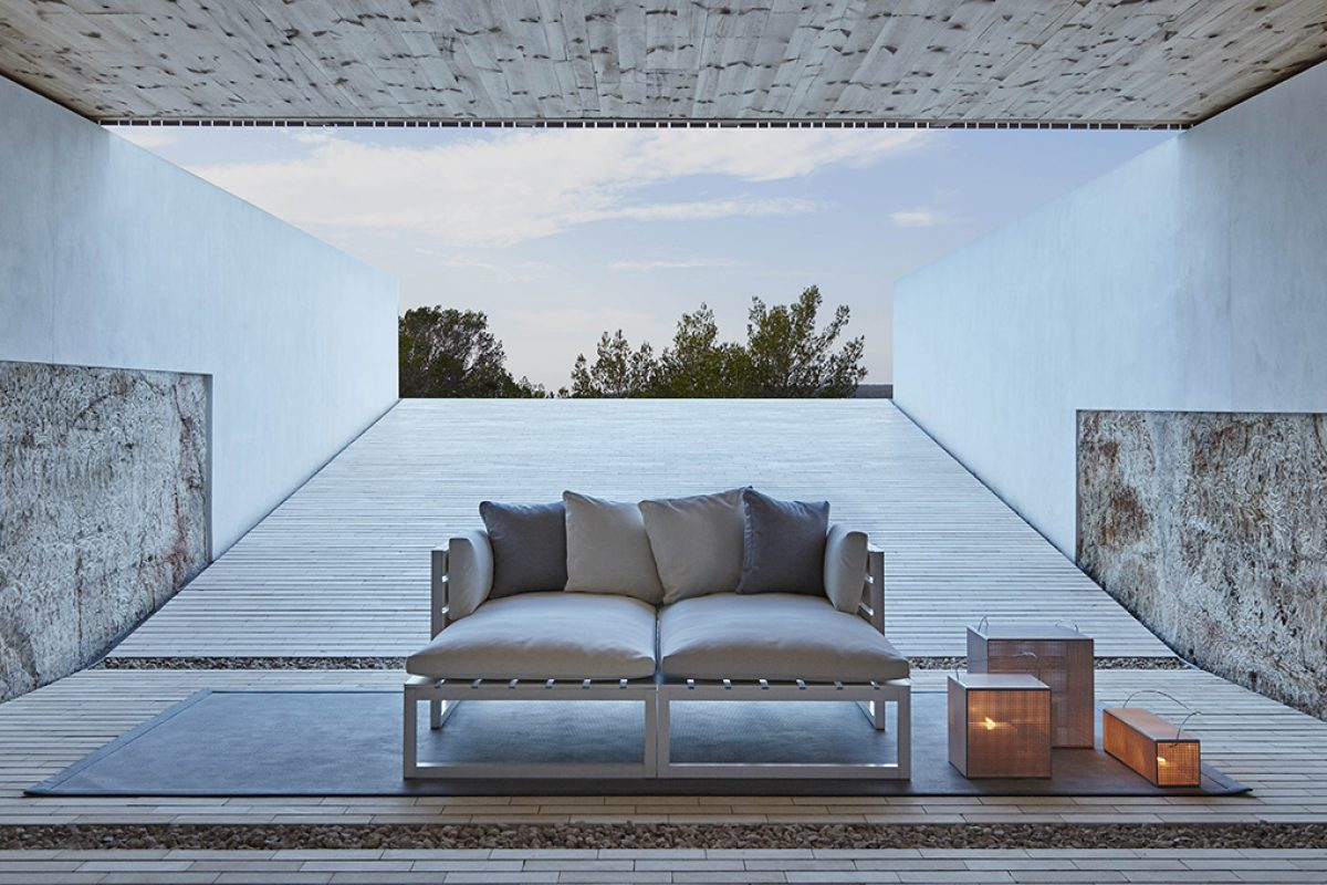 Dickson, the first collection of outdoor rugs by Gandiablasco