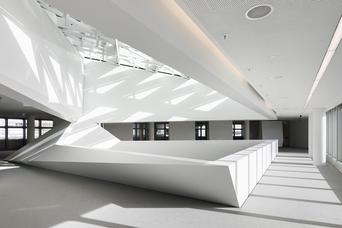 Polygonal HI-MACS® structure in Munich's HVB-Tower by HENN. A new geometrical dimension