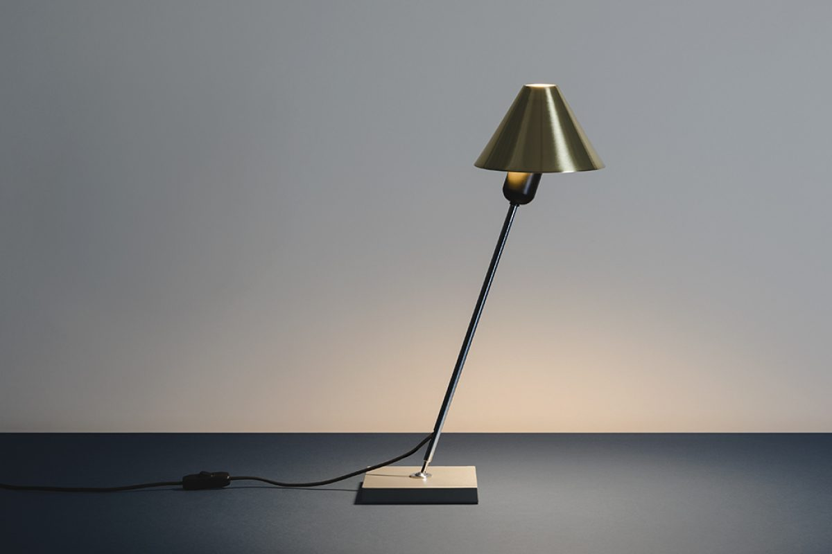 Santa & Cole reissues the Gira table lamp, designed by Massana, Tremoleda, Ferrer in 1978