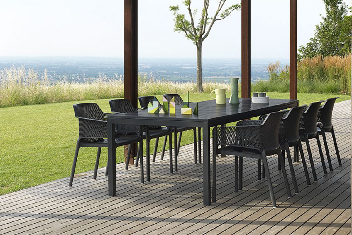 Rio table by Raffaello Galiotto for Nardi, linear architecture for outdoor spaces