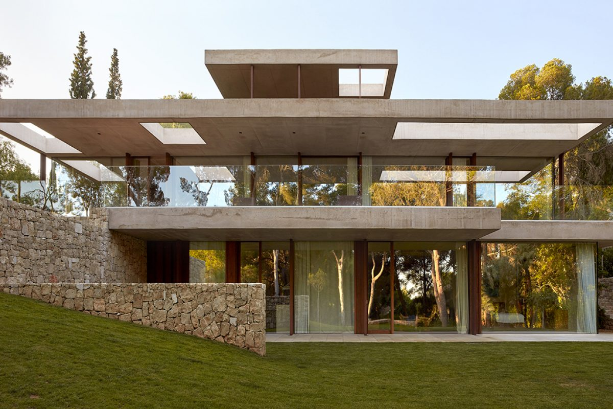 Home in the Pine Forest designed by Ramón Esteve. The Mediterranean garden