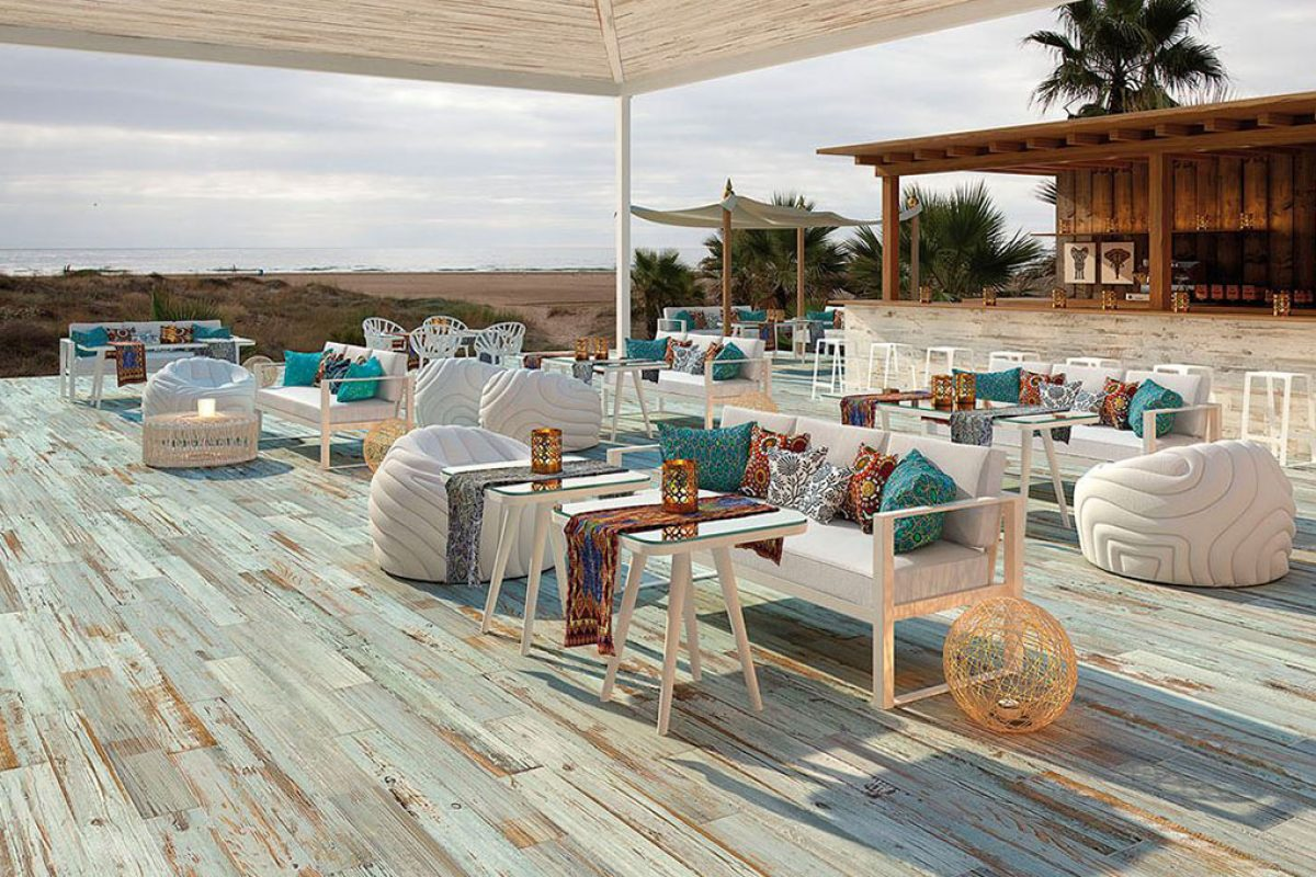 Summer trends and proposals to cover the outdoor floors of patios, porches, terraces and gardens