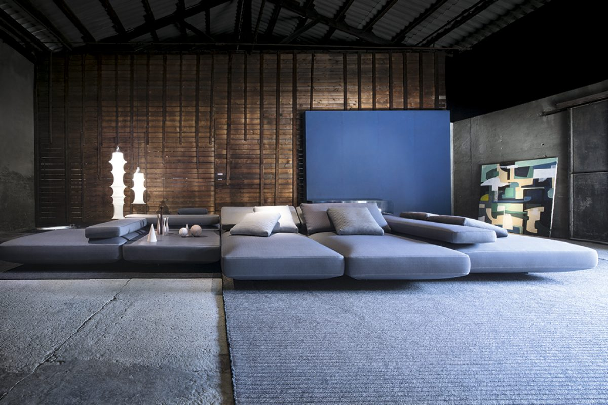 The invitation to rest of Agio, the new Paola Lenti sectional seating system