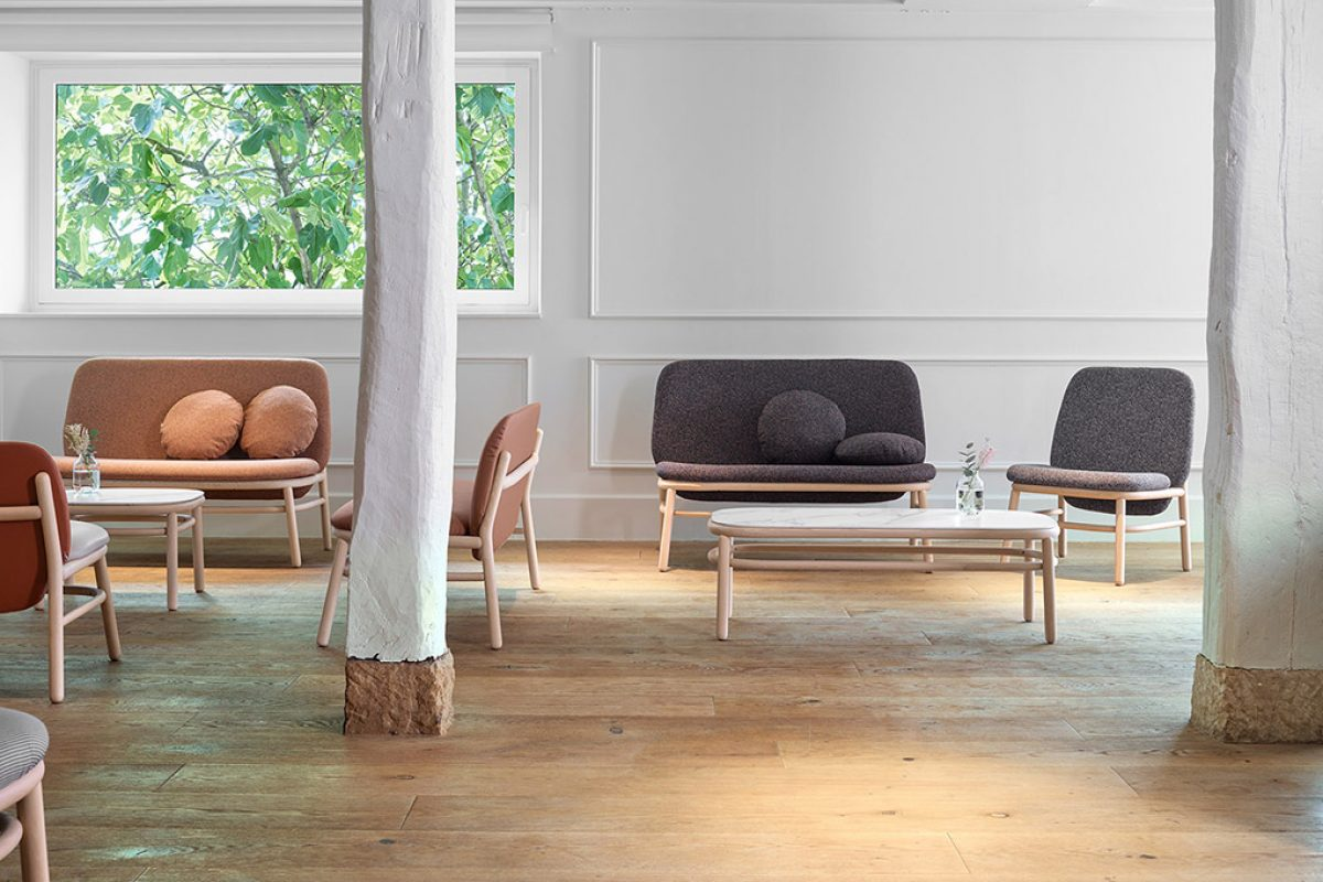 Lana, the seating collection designed by Yonoh for Ondarreta, grows and expands