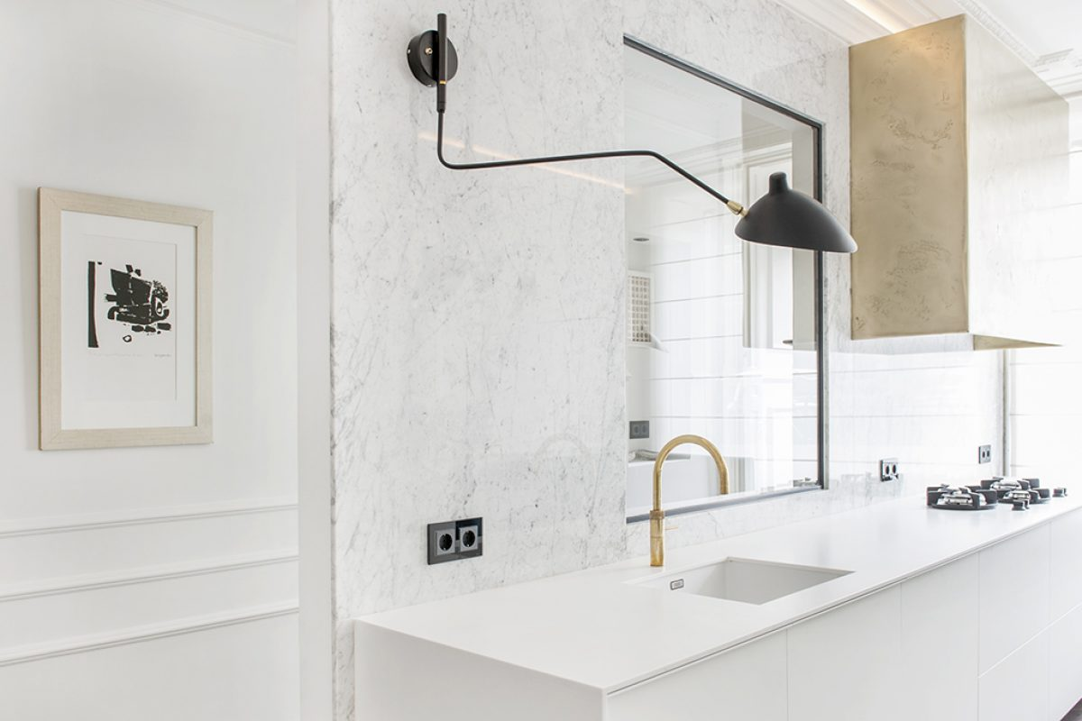 Case Studies: Refurbishment of a home in Amsterdam by Sander van Eyck with kitchen and bathroom entirely made with Hi-Macs