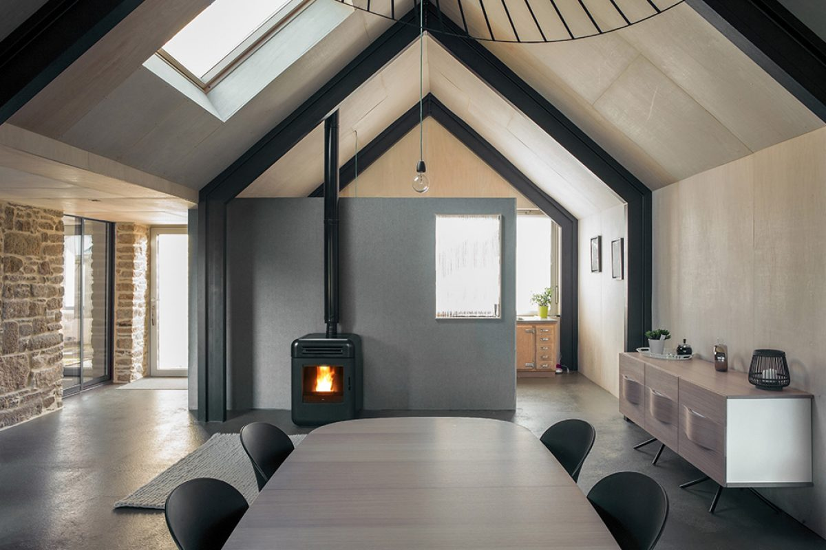 Green building in Bretagne by Tristan Brisard Architecte with heating by a single little pellet stove of MCZ