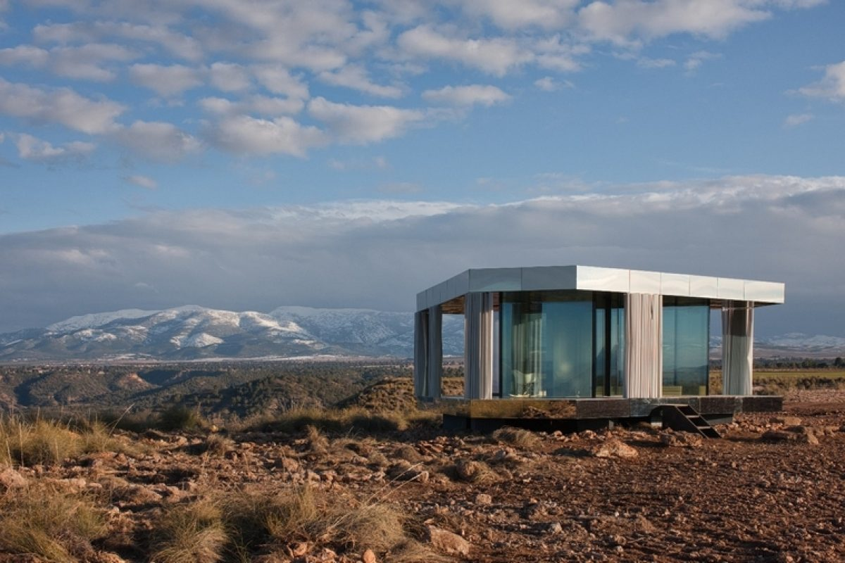 "OFIS Architects and Guardian Glass challenge nature and demonstrate the importance of glass with ""The house of the desert"""