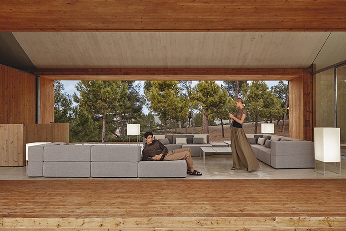 Tablet sofa collection by Ramon Esteve for Vondom. A sectional composition based on the duality, identity and integration