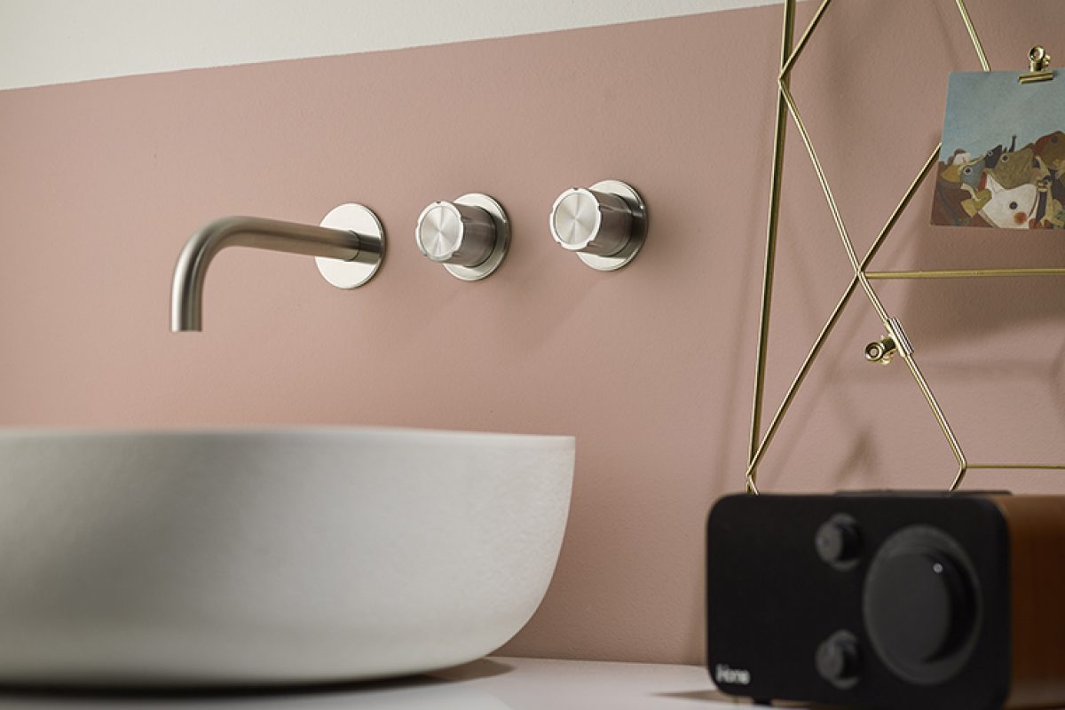 Synth, the new Mina series that harmonizes with water and makes familiar actions highly current