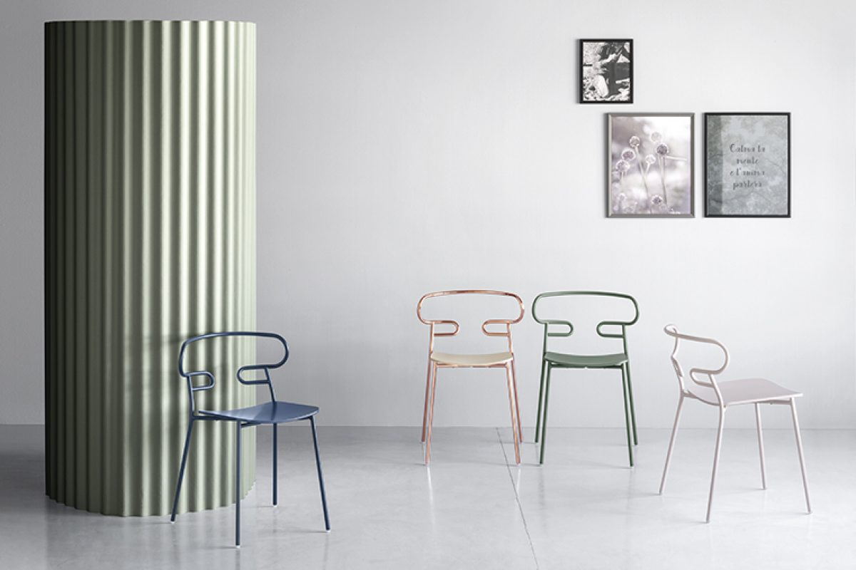 """One line"" Genoa, a light and colored seat designed by Cesare Ehr Nanni for Trabà"