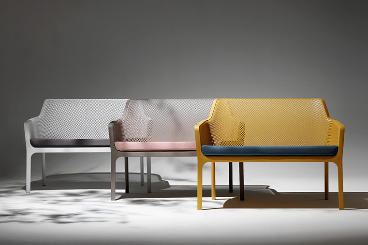 Nardi completes the Net collection with the two-seater bench, the Loveseat