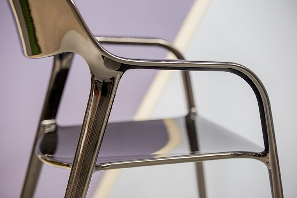 The elegant and clever design by ITEMdesignworks define the Karbon Chair of Actiu. Innovating in materials
