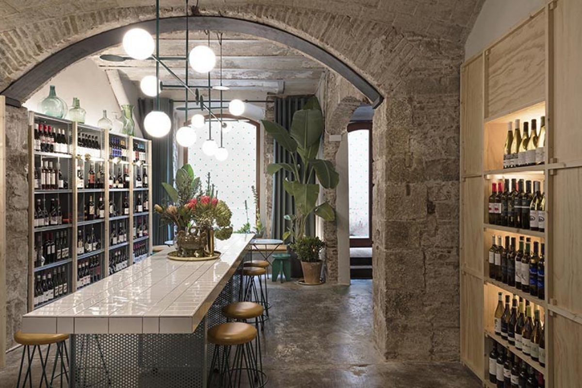 Rodrigo Izquierdo designed Agüita, the conversion of an old warehouse that worships wine world
