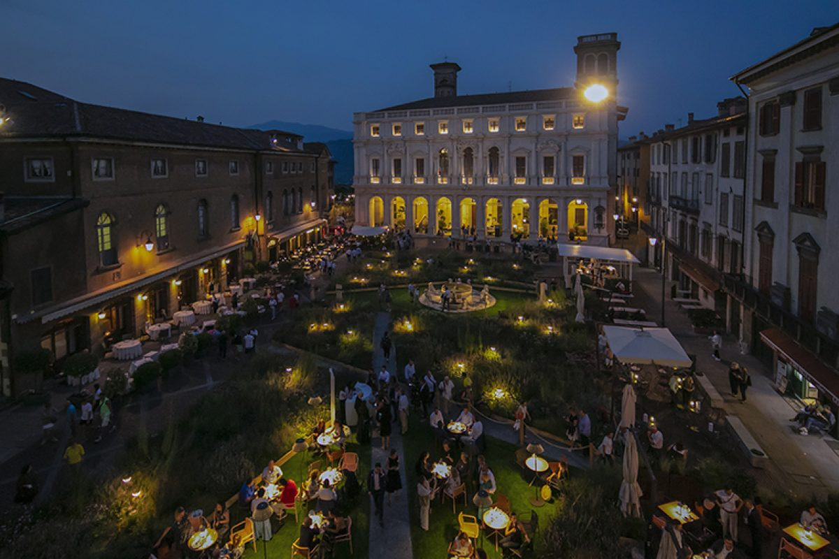 The harmony between the Pedrali outdoor furniture and the amazing gardens of the I Maestri del Paesaggio festival of Bergamo