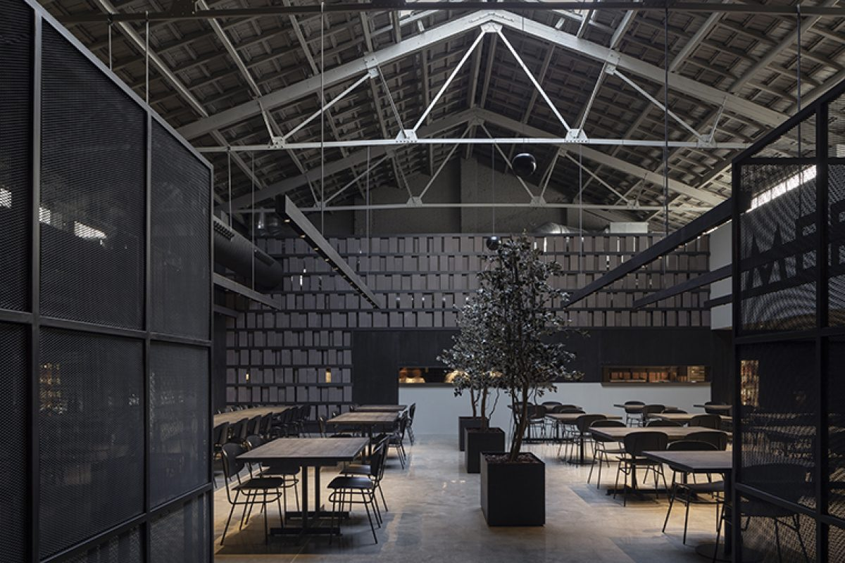 The most industrial style in Merkato, a new gastronomic temple in Valencia designed by Francesc Rifé