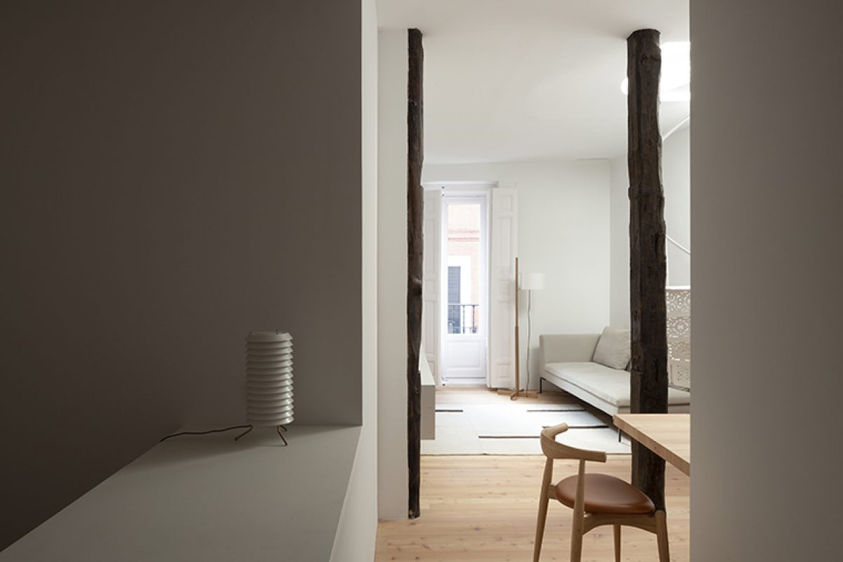 Ana Apartment, the refuge in Madrid downtown designed by Francesc Rifé