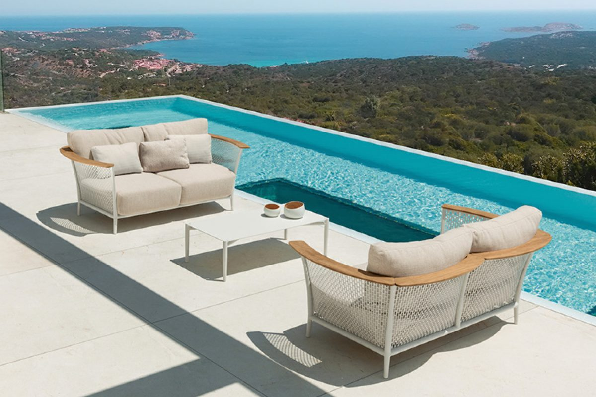 The metal protagonist in the Pascal outdoor furniture collection, designed by Marco Acerbis for Talenti