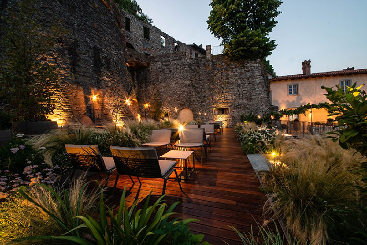 Case Studies: Fast furnishes the terrace and gardens of the historic Relais San Vigilio in Bergamo