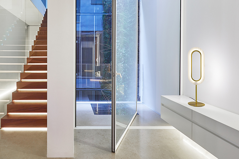 The soft light of LENS, a symmetrical and elegant proposal by Mut Design for LZF that calls for calm