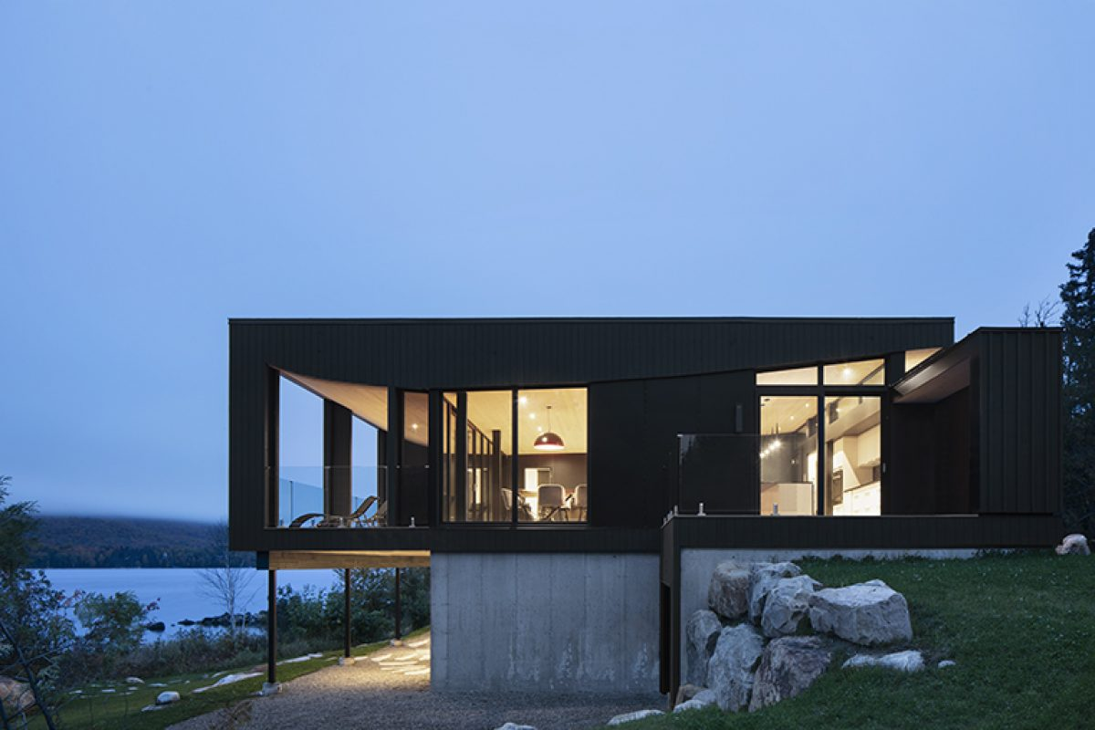 «La Barque» Residence, a shelter on the shores of a lake designed by ACDF Architecture