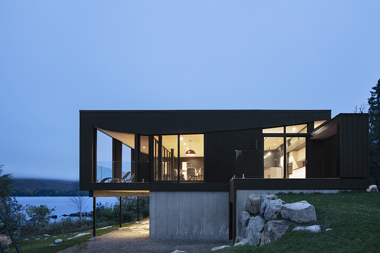 ?La Barque? Residence, a shelter on the shores of a lake designed by ACDF Architecture