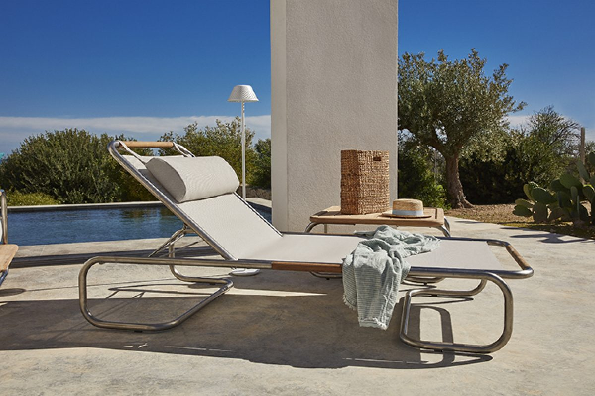 Hugo sunlounger, the design by Jamie Durie for Unopiù, inspired by the work of Milo Baughman on 50s