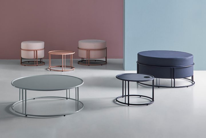 Up, the collection of poufs and circular side tables by Mobboli. A simple and functional concept