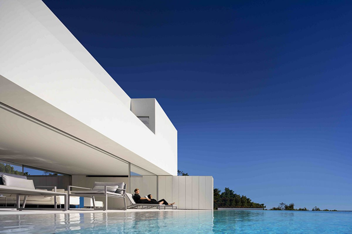 The house in front of the island of Tabarca designed by Fran Silvestre Arquitectos