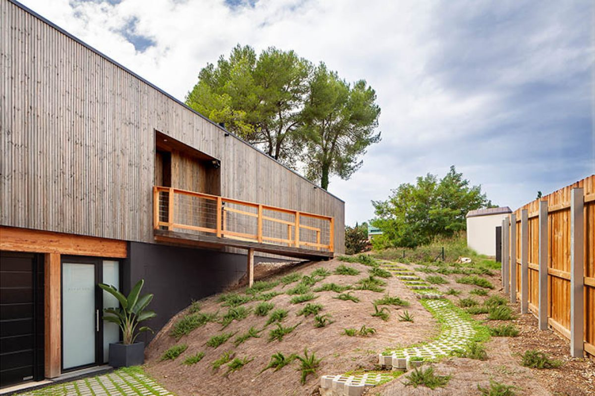 A bio-passive home in Bellaterra by House Habitat: a space for wellness