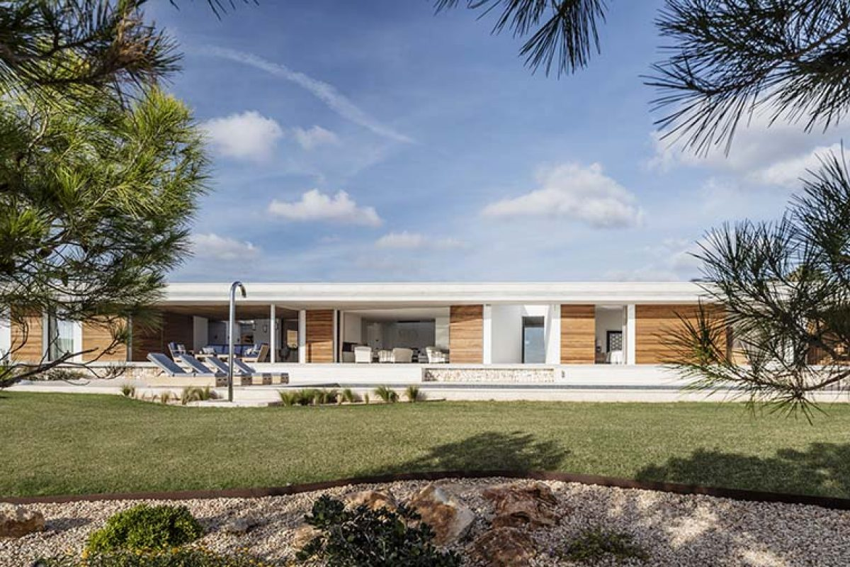 The Casa E, 42 m2 of facade in the Gabriel Montañés Architect project in Menorca