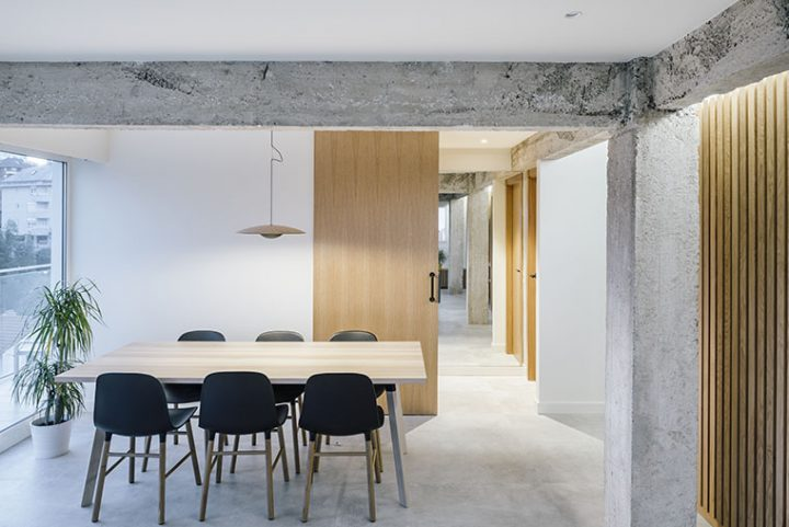 Zooco Estudio designed a penthouse in Santander with an open and relieved disposition