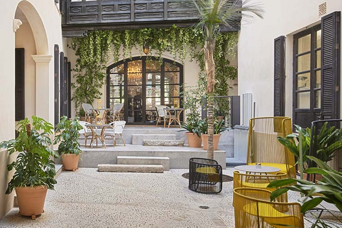 A small oasis in the heart of Palma de Mallorca inspired by the Kintsugi principles. Can Bordoy – Grand House & Garden by Ohlab