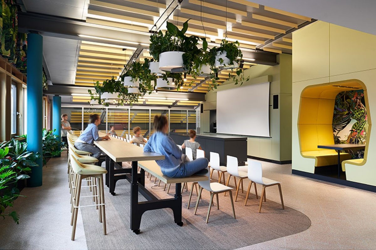 Ippolito Fleitz Group and Porsche Consulting create a fascinating workplace: Roman Klis Design, the Maldives of design