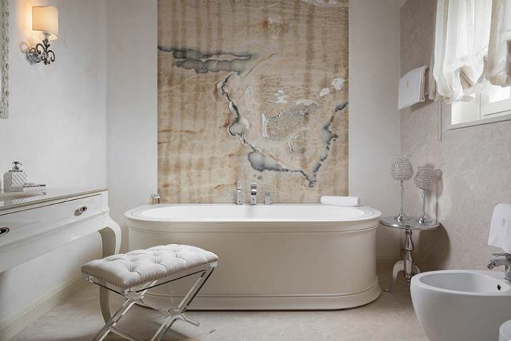Bathroom solutions that are full of character. Refined marble tiling, washbasins, bathtubs and showers
