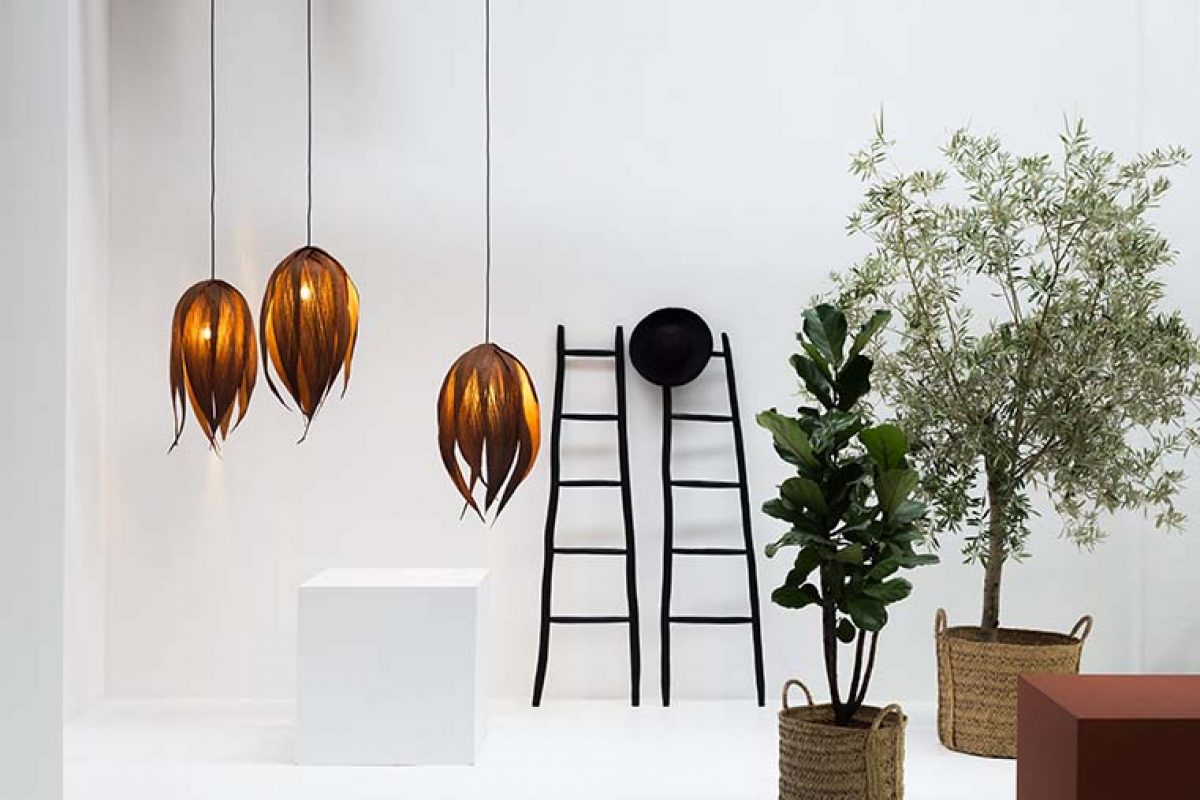 Couro by Ceci Ferrero for Let's Pause. Turn a palm leaf into a sculpture of light