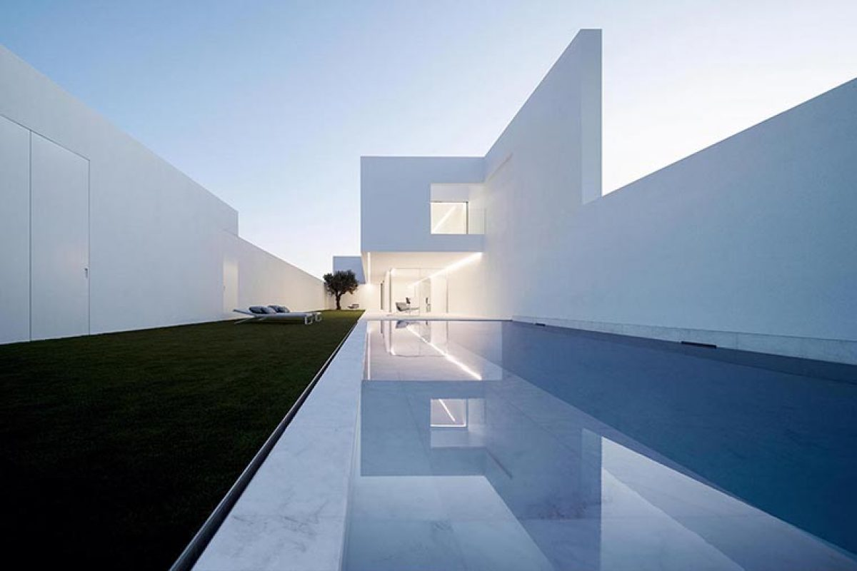 Pati Blau, the contemporary farmhouse by Fran Silvestre Arquitectos