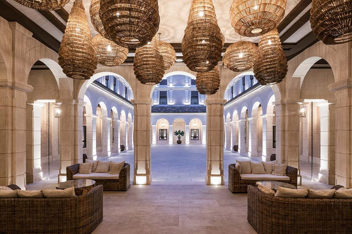 Vical carried out the interior design project of the Ansares Hotel. Rustic luxury with an exotic flourish