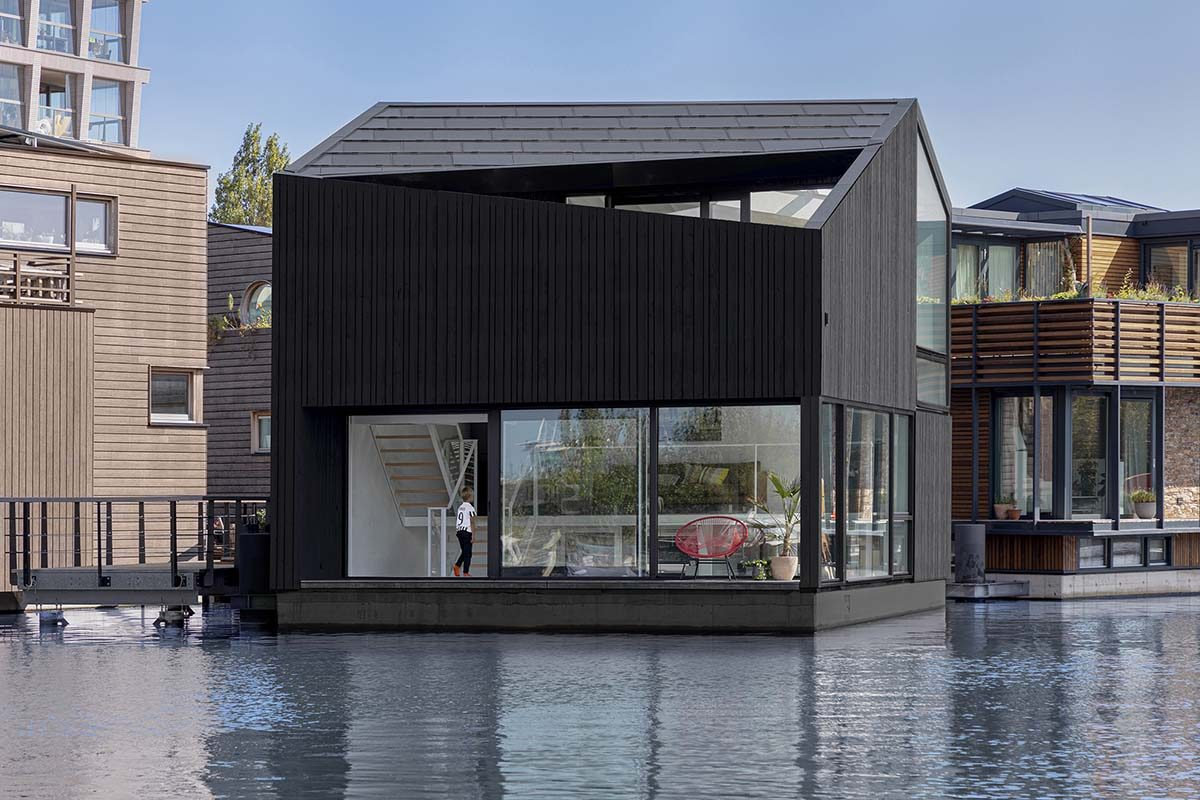 Sustainable Achitecture and Interior Design at the Floating Home by i29 Architects