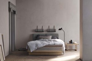DUX, in a unique collaboration with Carl Hansen & Søn, presents a bed in design by Børge Mogensen