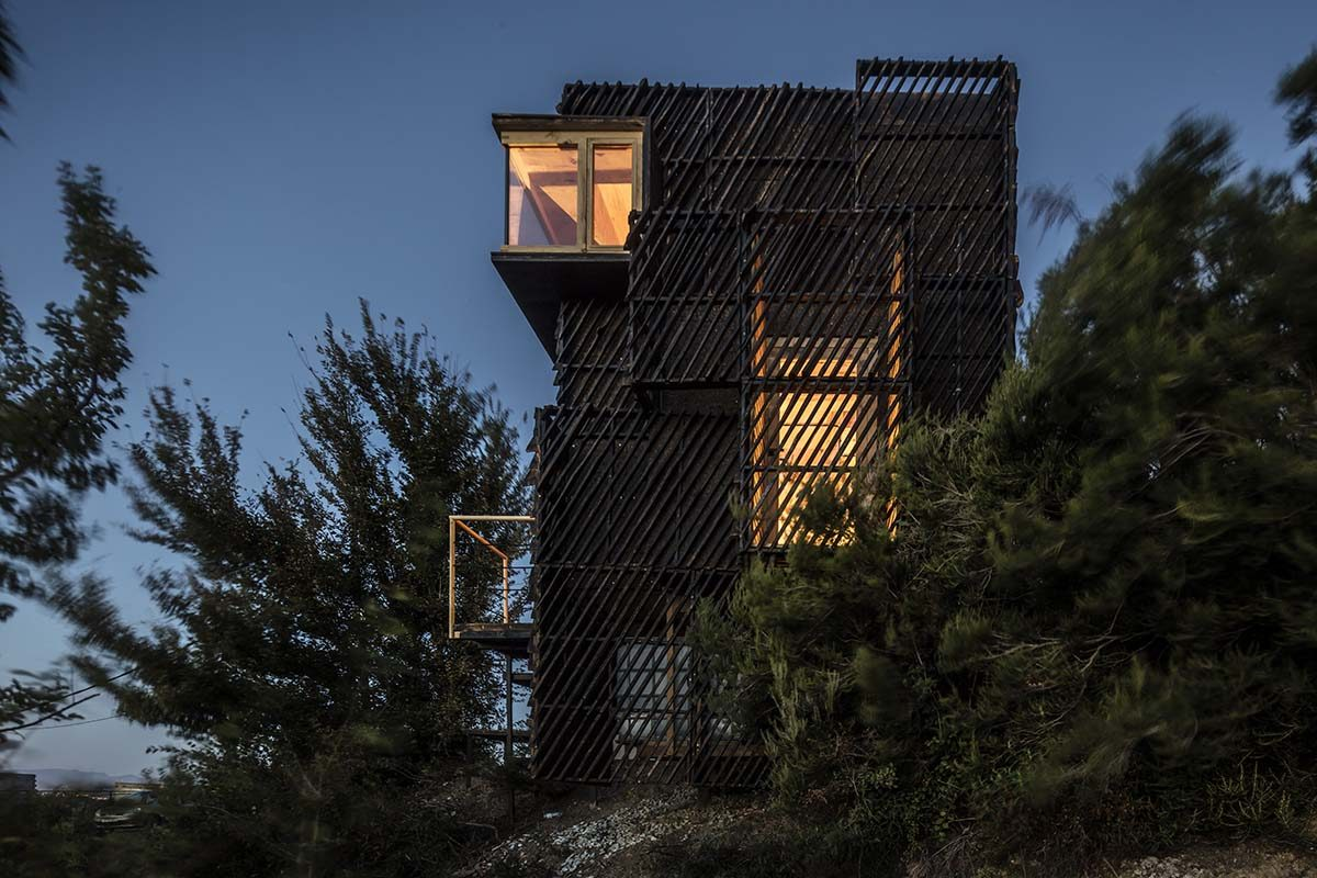 IAAC Builds a Prototype of a «Quarantine» Cabin Using Zero KM Structural Wood