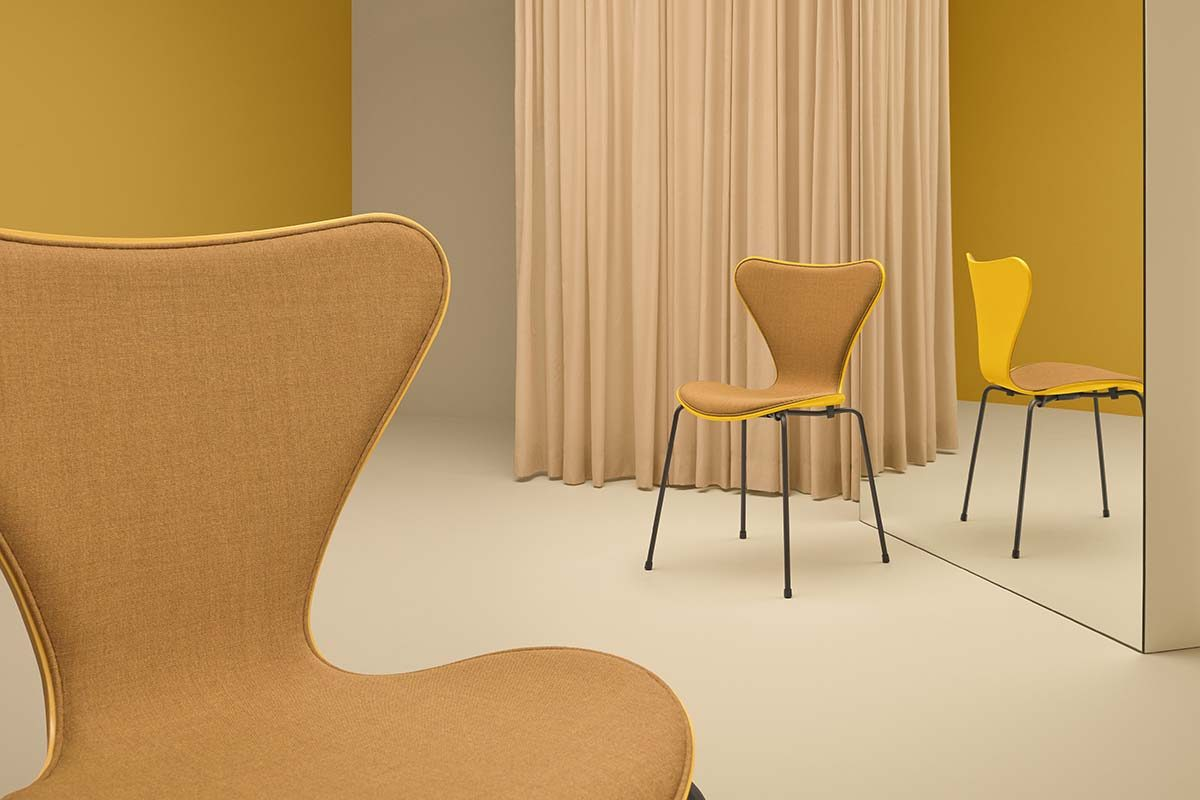 New stunning matches of colours and textiles by Carla Sozzani for the iconic Fritz Hansen's Series 7 chairs